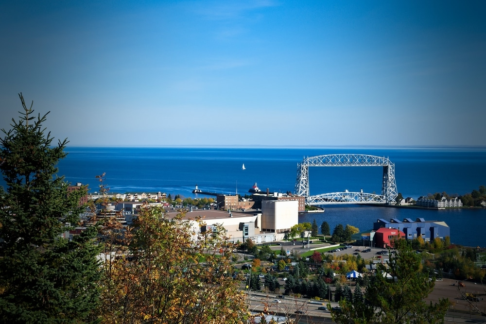 the best lodging near Duluth's Aerial Lift Bridge
